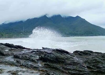 Nach dem Taifun am Strand