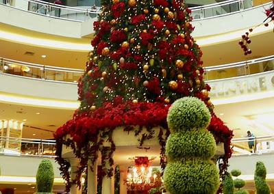 Geschmückte Malls zu Weihnachten.