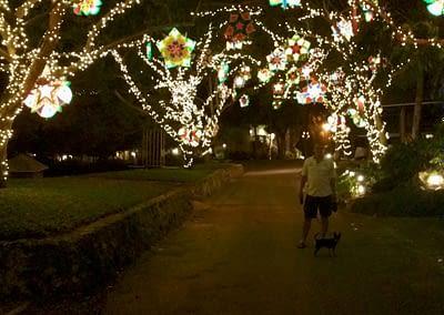 Nachts im Plantation Bay an Weihnachten.